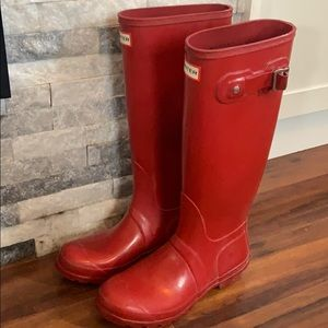 Hunter tall gloss rain boots. Women's red rainboot